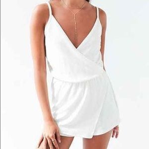 Urban Outfitters - Kimchi Blue - White Wrap Romper